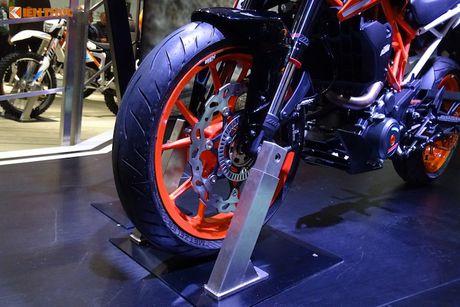 'Soi truc tiep' KTM Duke 390 moi tai trien lam EICMA 2016 - Anh 3