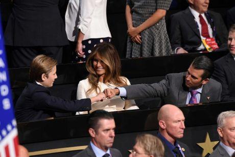 Anh dang yeu cua cau ut banh trai nhat nha ong Donald Trump - Anh 8