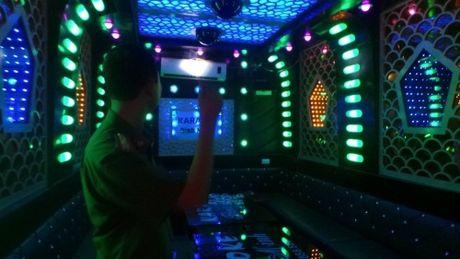 Tong kiem tra cac co so kinh doanh karaoke, vu truong o TP HCM - Anh 1