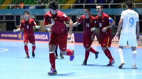 HLV Hoang Anh Tuan tranh giai Fair-Play voi tuyen Futsal - Anh 2