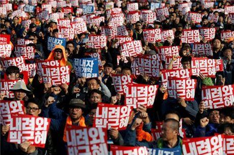 Seoul lai bieu tinh lon doi ba Park Geun-hye tu chuc - Anh 1