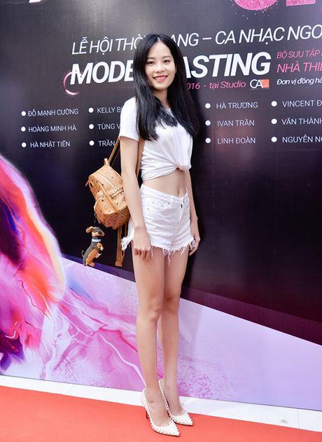 Chi gai sinh doi cua Nam Em di casting nguoi mau - Anh 1