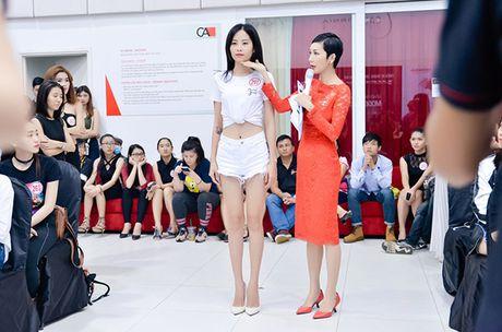 Chi gai sinh doi cua Nam Em di casting nguoi mau - Anh 4