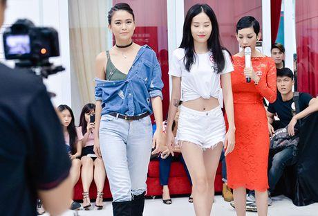 Chi gai sinh doi cua Nam Em di casting nguoi mau - Anh 6