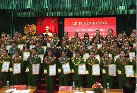 Thu truong Bo Cong an: Nghien cuu thi diem De an dao tao chat luong cao trong CAND - Anh 1