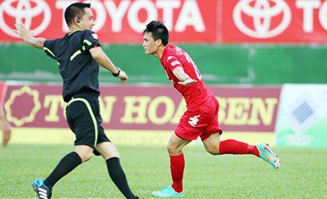 AFF Cup cuoi doi cau thu cua Cong Vinh - Anh 1