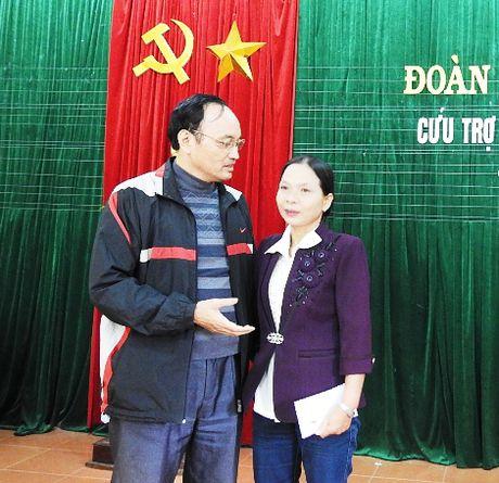 Gia dinh mot can bo Cong an chia se kho khan voi dong bao Quang Tri bi lu lut - Anh 1