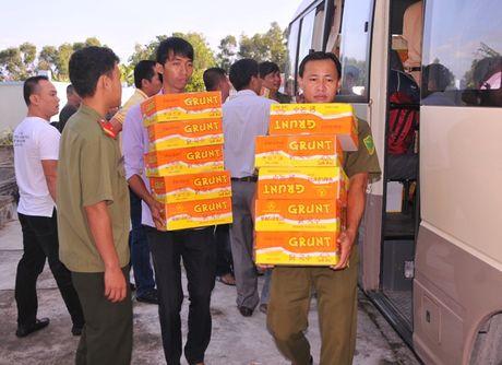 Tong cuc Hau can – Ky thuat kham benh, tang qua cho nguoi ngheo tai Bac Lieu - Anh 1