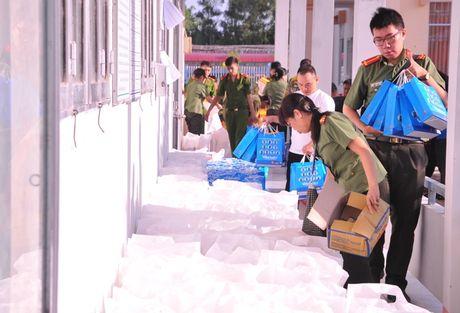Tong cuc Hau can – Ky thuat kham benh, tang qua cho nguoi ngheo tai Bac Lieu - Anh 2