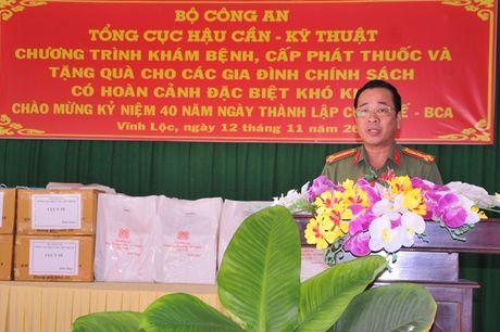 Tong cuc Hau can – Ky thuat kham benh, tang qua cho nguoi ngheo tai Bac Lieu - Anh 6
