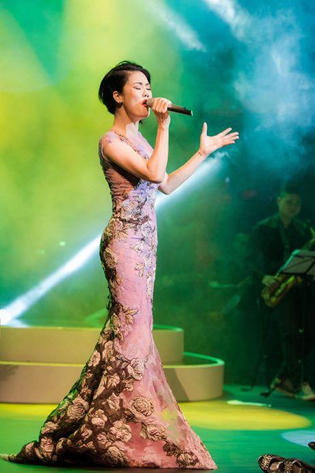 Thu Phuong khoc rong khi ve hat lai o Nha hat Tuoi Tre - Anh 5