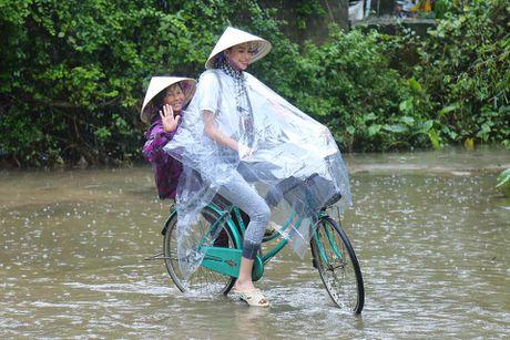 Pham Huong gian di nhung van 'dep' trong long cong chung - Anh 8