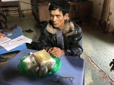 Bien phong Son La: Bat giu 1 banh heroin va 3 kg thuoc phien - Anh 1