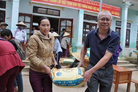 Quang Binh: Bao Xay dung tang qua ho tro nhan dan vung lu huyen Tuyen Hoa - Anh 1