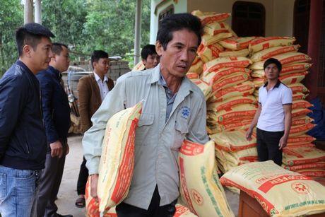 Quang Binh: Bao Xay dung tang qua ho tro nhan dan vung lu huyen Tuyen Hoa - Anh 5
