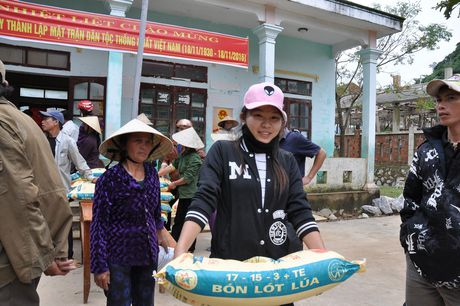 Quang Binh: Bao Xay dung tang qua ho tro nhan dan vung lu huyen Tuyen Hoa - Anh 6