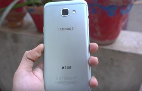 Galaxy A8 2016 roi tu ban xuong nen 'vo tu' - Anh 5