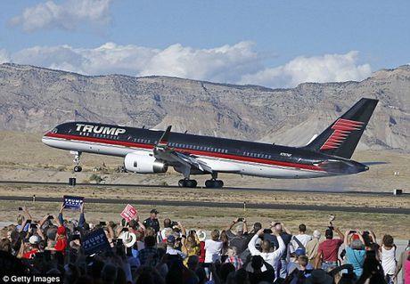 Soi sieu may bay khong thua kem Air Force One cua Donald Trump - Anh 1
