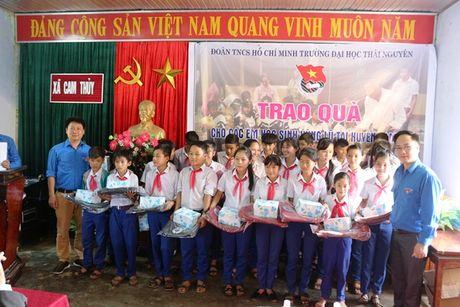 Doan Thanh nien DH Thai Nguyen ung ho dong bao mien Trung bi lu lut - Anh 4