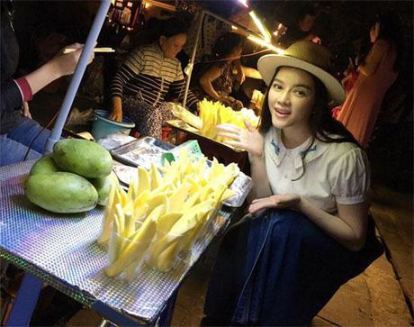 Khong long lay, kieu ki, day la cuoc song binh di cua 'Nu hoang hang hieu' bac nhat showbiz Viet - Anh 14