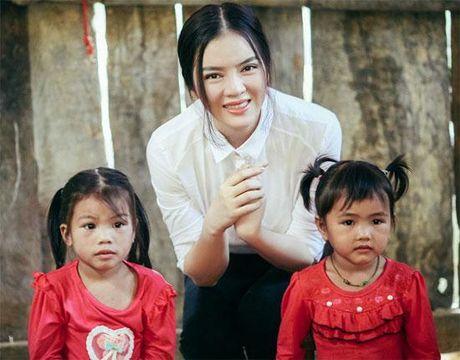 Khong long lay, kieu ki, day la cuoc song binh di cua 'Nu hoang hang hieu' bac nhat showbiz Viet - Anh 15