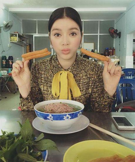 Khong long lay, kieu ki, day la cuoc song binh di cua 'Nu hoang hang hieu' bac nhat showbiz Viet - Anh 3