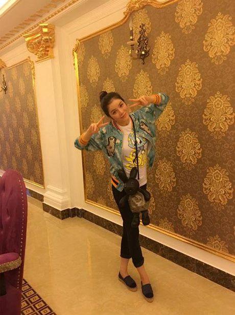 Khong long lay, kieu ki, day la cuoc song binh di cua 'Nu hoang hang hieu' bac nhat showbiz Viet - Anh 5