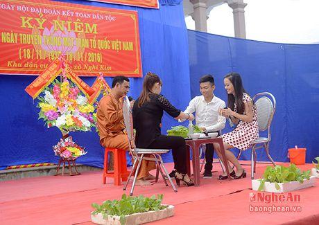 Bi thu Thanh uy Vinh chung vui ngay hoi dai doan ket voi nhan dan Nghi Kim - Anh 2