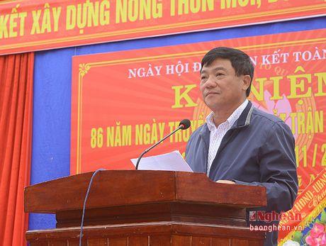 Bi thu Thanh uy Vinh chung vui ngay hoi dai doan ket voi nhan dan Nghi Kim - Anh 3