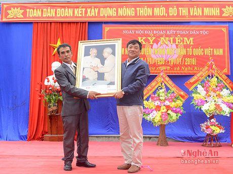 Bi thu Thanh uy Vinh chung vui ngay hoi dai doan ket voi nhan dan Nghi Kim - Anh 4