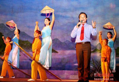 Am ap chuong trinh dan ca vi giam tai TP Ho Chi Minh - Anh 1