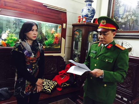Ha Noi: Bat nu giam doc khai thac cat trai phep tren song Hong - Anh 2