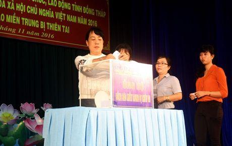 LDLD Dong Thap: Van dong hon 1 ty dong ung ho dong bao mien Trung bi thien tai - Anh 3