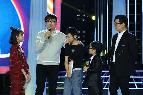 Con trai nuoi Minh Thuan khoc nuc no khi xem lai hinh anh cua bo - Anh 1