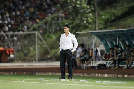 Cong Phuong choi ca nhan, HLV Huu Thang van bao ve hoc tro cung - Anh 1