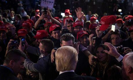 Nguoi ung ho phan khich va hoang mang khi Trump dac cu - Anh 1