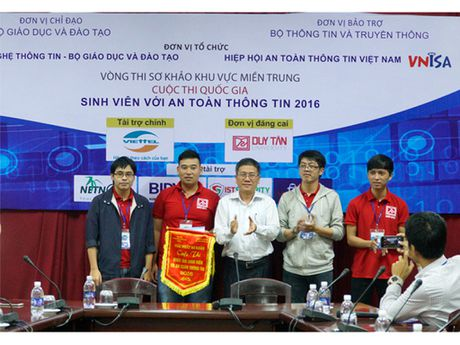 SV Duy Tan gianh giai Nhat, Nhi, Ba Vong So khao 'SV voi An toan thong tin' - Anh 1