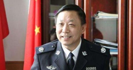Trung Quoc xu tu cuu canh sat truong vi tham nhung - Anh 1