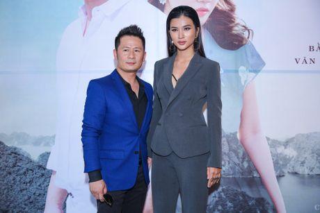 Bang Kieu tu tin dung ben Kim Tuyen du chieu cao khiem ton - Anh 1
