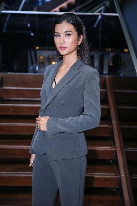Bang Kieu tu tin dung ben Kim Tuyen du chieu cao khiem ton - Anh 2