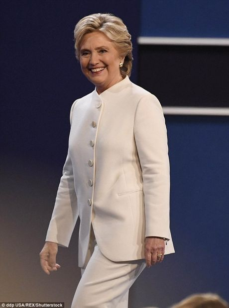 Dan My do xo mua bo vest trang cua Hillary Clinton - Anh 2
