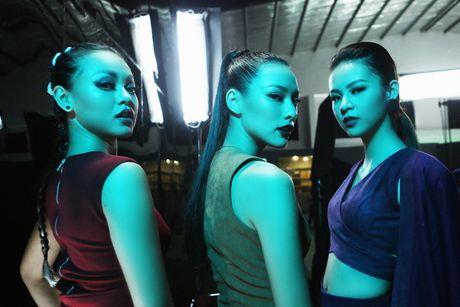 Lily Nguyen so hai khi du minh tren day quay phim ngan - Anh 5