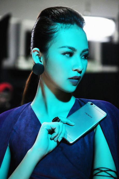 Lily Nguyen so hai khi du minh tren day quay phim ngan - Anh 6