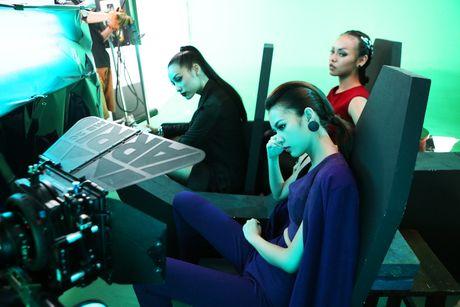 Lily Nguyen so hai khi du minh tren day quay phim ngan - Anh 9