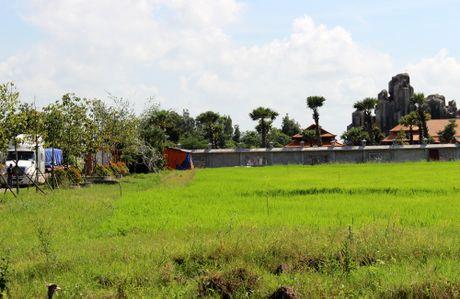 Viet kieu xay nui nhan tao trong khu nghi duong khong phep - Anh 2