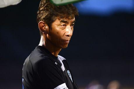 HLV Avispa Fukuoka bat ngo tiet lo muc dich khac khi dau Viet Nam - Anh 1