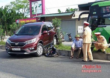 Tai xe dap nham chan ga dam mot nguoi bi thuong nang - Anh 1