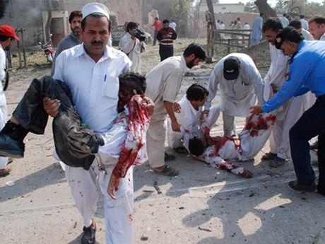Danh bom lieu chet tai Pakistan, 30 nguoi chet, 95 nguoi bi thuong - Anh 1