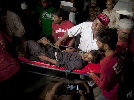 IS tuyen bo tien hanh danh bom thanh duong Hoi giao o Pakistan - Anh 1
