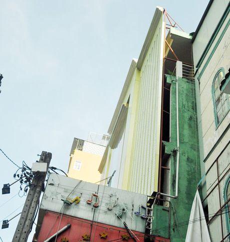 Bien quang cao 'khung' bit kin mat tien giang khap SG - Anh 4